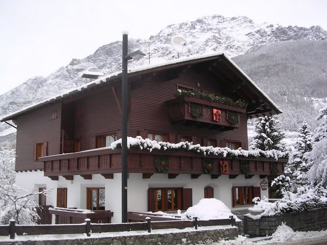 Chalet Tania Luxury Ski Apartments