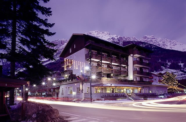 Hotel Baita dei Pini - Ski Accommodation