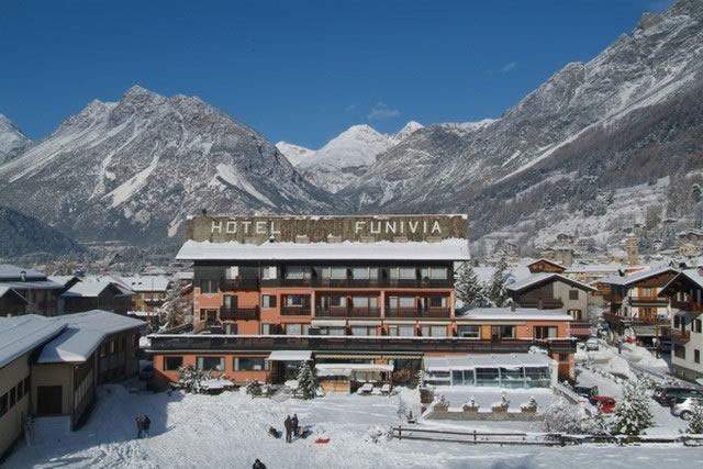 Hotel Funivia Ski Accommodation